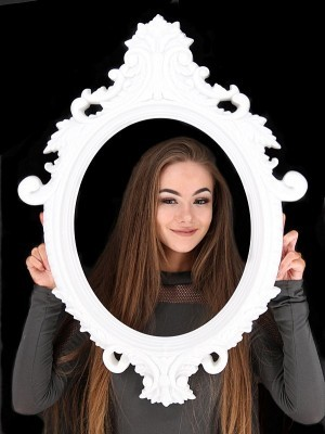 Large Size White Colour Antique Style Oval Posing Frame